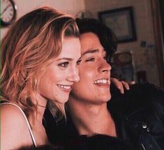 King and queen Riverdale Netflix, Bughead Riverdale, Riverdale Memes, Riverdale Betty And Jughead, Lili Reinhart And Cole Sprouse, Cole Sprouse Jughead, Riverdale Characters, Bad Boy, Riverdale Cole Sprouse