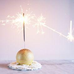 Kalenderen siger 2016 og et nyt år fyldt med masser af søde sager og lækre desserter venter forude. Jeg har personligt ingen nytårsfortsæt, men jeg har til gengæld en lang to-do liste med al…