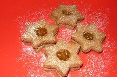 Recept na linecké kakaové těsto, které je velmi jednoduché. Udělejte si z něj skvělé kakaové linecké cukroví, jež chutná velmi dobře a vypadá zajímavě. Gingerbread Cookies, Nutella, Desserts, Food, Gingerbread Cupcakes, Tailgate Desserts, Deserts, Essen, Postres
