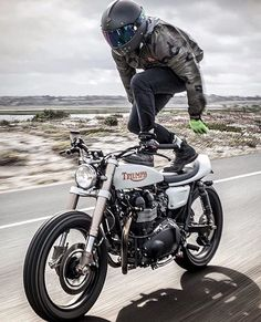 #Repost @broken_homme GONE SURFIN' : pretty sick style from @mikezehner ripping down PCH in his #JAMESboot. You need a good pair of boots come and grab them now at www.brokenhomme.com #BROKENHOMME #motorcycleboots #boots #triumph #triumphmotorcycles