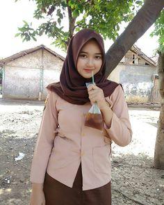 Setahunbaru: Happy Hijab Girl Has a Love Muslim Girls, Muslim Women, Hijab Fashion, Girl Fashion, Womens Fashion, Indonesian Girls, Girl Hijab, Hijab Chic, Beautiful Hijab