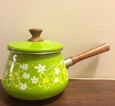 Retro Fondue Pot Green Flowers with Wood Handle