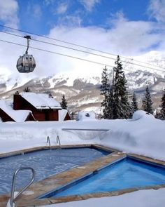 Something so awesome about soaking in a hot tub when it's snowing! Mountain Lodge Telluride #JSHotCold