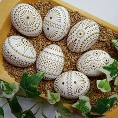 Waxing technique, monochrome, Sorbian Easter eggs, instructions Source by Wood Burning Crafts, Wood Burning Patterns, Oster Dekor, Eastern Eggs, Free To Use Images, Egg Art, Egg Decorating, Diy Arts And Crafts, Pyrography