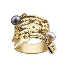 Jewellery are charming and a very hot trend for this spring/summer 2013.