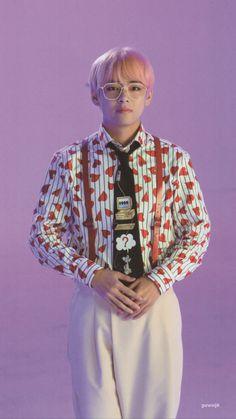 Kim Taehyung or BTS V is known for his duality. Namjoon, Kim Taehyung, Bts Jungkook, Foto Bts, Bts Photo, Daegu, Jin, Rapper, Loli Kawaii