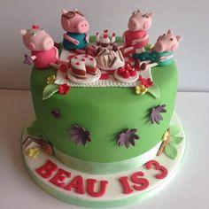 Brown sugar cupcakes... Peppa pig