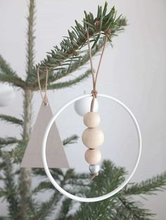 DIY]Trailer Christmas trailer to do it yourself! DIY]Trailer Christmas trailer to do it yourself! Easy Diy Christmas Gifts, Diy Christmas Tree, Simple Christmas, Christmas Time, Xmas, Christmas Ornaments, Navidad Simple, Navidad Diy, Scandinavian Christmas Decorations