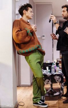 (20) #larriesgoingtojailparty - Búsqueda de Twitter / Twitter Harry Styles Clothes, Harry Styles Baby, Harry Styles Pictures, Harry Edward Styles, Harry Styles Fashion, Harry Styles Style, Harry Styles Imagines, Baggy, Harry Styles Wallpaper
