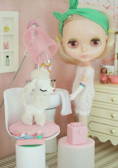 I desperately want a little corner for a doll's life in my home.