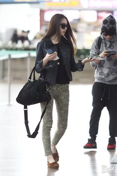Hello Krystal, looking gorgeous there! Printed skinny jeans and trendy flats are few of the elements that marries comfort and style effortlessly.