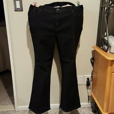 Denim and Company black 5 pocket jeans Cotton spandex blend medium weight 5 pocket jeans. Matching stitching and flared bottom. Brand new and never will Denim and Company Pants Boot Cut & Flare