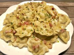 Pierogi z mięsem z rosołu - Blog z apetytem Polish Recipes, Polish Food, Smoking Meat, Tortellini, Dumplings, Potato Salad, Macaroni And Cheese, Cake Recipes, Sausage