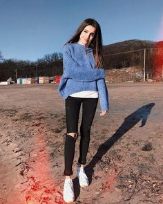 Cozy sweater over simple tee with trendy distressed denim jeans. Teenage Outfits, Girl Outfits, Casual Outfits, Fashion Outfits, Tumblr Photography, Girl Photography Poses, Girl Photo Poses, Girl Photos, Look Fashion