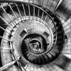 1x.com is the world's biggest curated photo gallery online. Each photo is selected by professional curators. Vertigo by Paolo Bergamelli