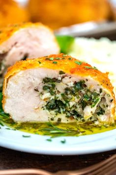Chicken Kiev is a sumptuous dish that is juicy on the inside, covered in a crispy crust! Learn this recipe and make a restaurant dish right in your kitchen! Chicken Kiev Recipe, Easy Chicken Recipes, Meat Recipes, Dinner Recipes, Cooking Recipes, Dinner Ideas, Restaurant Dishes, Crispy Chicken, Food Dishes
