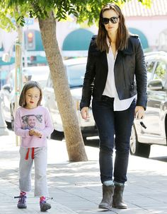 Seraphina Affleck Wears T-Shirt Printed With Picture of Dad Ben Affleck!