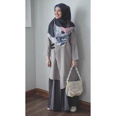 "Zaskia Sungkar di Instagram ""< jangan lupa bersyukur 😊#WearingKIA #jummahmubarak #alhamdulillah > @kiabyzaskiasungkar"" Casual Hijab Outfit, Hijab Chic, Casual Dresses, Abaya Fashion, Muslim Fashion, Fashion Dresses, Hijab Trends, Hijab Fashion Inspiration, Mode Hijab"
