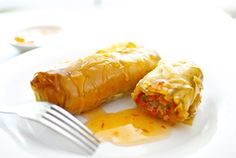MEAT AND VEGETABLE ROLLS: Our reader Monica Martí has asked us for our version of her recipe for meat rolls, prepared with the left over meats from the typical Spanish dish cocido (chickpeas with different meats). We've given her recipe an oriental touch, inspired by the Chinese and Thai spring rolls, which we hope you like.