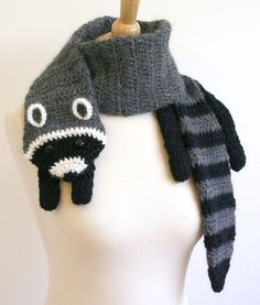 Crochet Pattern for Raccoon Scarf.  Does anyone want to teach me how to crochet? lol-these would be adorable for my nephews! By the way @Ashley Fehr, I will never be able to look at a racoon and not think of you after this weekend!! bahahaha!