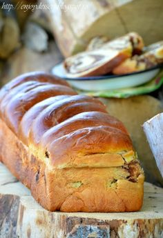 Walnut and chocolate bread Sweet Bread, Banana Bread, Cake, Desserts, Food, Breads, Sweets, Tailgate Desserts, Bread Rolls