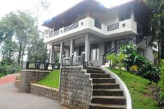 La Flora Jungle Hill Resort,Coorg Madikeri La Flora Jungle Hill Resort, Coorg offers accommodation in Madikeri. Guests can enjoy the on-site restaurant. Free private parking is available on site.  Each room comes with a flat-screen TV with cable channels.