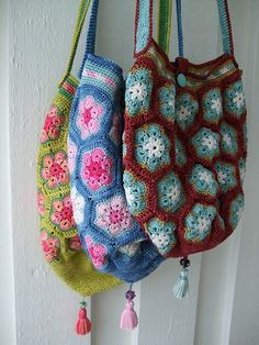 "crocheted ""African Flower"" bags by MiA Inspiration"