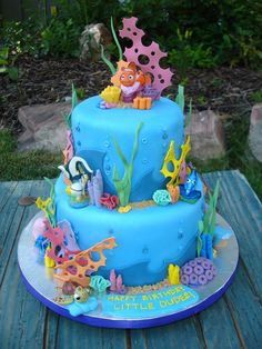 This is my favorite cake-shaped cake! This Finding Nemo cake was made for twins turning This cake took a whopping 36 hours to . Fondant Cakes, Cupcake Cakes, Cupcakes, Finding Nemo Cake, Finding Dory, Bolo Musical, Foto Pastel, Sea Cakes, Def Not