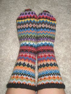 Colourful socks for me Fair Isle Knitting Patterns, Sweater Knitting Patterns, Knitting Socks, Hand Knitting, Harry Potter Knit, Extreme Knitting, Slipper Socks, Slippers, Comfy Socks