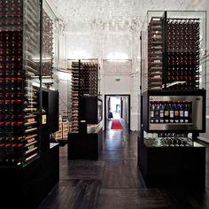 Verdaderos templos del diseñoqueacogen los vinos del mundo con mimo, ...