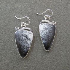 Ópalo dendrítico blanco negro triángulo piedras por bluepiranha