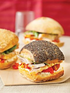 Cuisse de dinde rôtie (roasted turkey) Mini Sandwiches, Salmon Burgers, Bon Appetit, Street Food, Barbecue, Tacos, Healthy Recipes, Healthy Food, Homemade