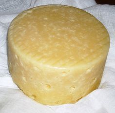 Aquí tienes como hacer queso casero en casa de cabra o de oveja, tanto en aceite como sin el. Con esta receta podrás disfrutar de un buen...