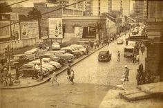 Esquina entre a Marechal Deodoro (com seu alinhamento original) e a Rua Barão do Rio Branco. Data: início dos anos 60. Acervo: Cid Destefani. Foto: autor desconhecido. Gazeta do Povo, Coluna Nostalgia (17/05/1998)