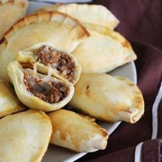 Empanadas (small stuffed slippers) with minced meat Tostadas, Chorizo, Enchiladas, Tapas, Mince Dishes, Meatballs And Gravy, Group Meals, Meatball Recipes, Food Lists