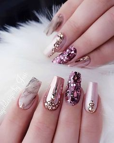 Nail art Christmas - the festive spirit on the nails. Over 70 creative ideas and tutorials - My Nails Best Nail Art Designs, Acrylic Nail Designs, Glam Nails, My Nails, Pink Bling Nails, Red And Gold Nails, Sparkly Nails, Nagel Bling, Nails Design With Rhinestones