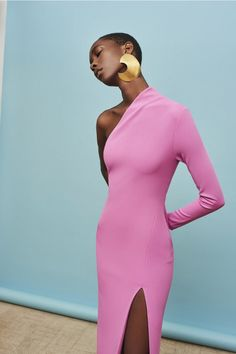couture fashion Solace London Makes Fashion Dreams Come True With This Resort Collection Fashion Design Inspiration, Mode Inspiration, Look Fashion, Fashion Outfits, Womens Fashion, Fashion Trends, High Fashion Models, High Fashion Dresses, Vogue Fashion