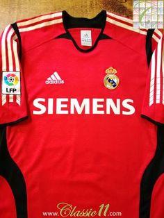 df49c37cb5e 2005 06 Real Madrid Goalkeeper La Liga Football Shirt (S)