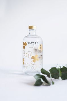 Lucky is the newest member of our Clover gin family. A golden taste based on a fusion of herbs and citrus. Green tea, cardamom and bergamot are. Alcohol Bottles, Liquor Bottles, Tea Packaging, Bottle Packaging, Tequila, London Gin, Gin Distillery, Gin Tasting, Gin Brands