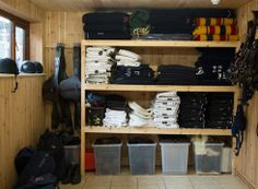 Horse tack rooms - Billy Twomey at home in pictures – Horse tack rooms Dream Stables, Dream Barn, Horse Stables, Horse Barns, Tack Room Organization, Horse Tack Rooms, Tack Trunk, English Horse Tack, Horse Barn Plans