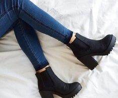 Bild über Mode im Stil von Isabella auf We Heart It Women's Grunge Outfits, Grunge Shoes, Outfit Botas Negras, Shoes Heels Boots, Heeled Boots, Ankle Booties, Hipster Boots, Outfits Damen, Shoes 2017