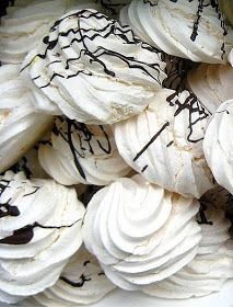 Thermomix Recipes: Meringues with Thermomix - Tips here I can use with my protein bread, for sure!