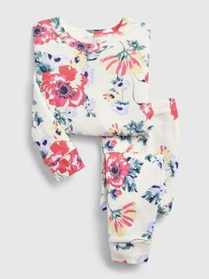 Toddler girl pajamas from Gap are made from super soft cotton, polyester and organic cotton. Shop toddler girl nightgowns, robes, and pajamas at Gap. Cute Summer Outfits, Cute Outfits, Baby Boy Outfits, Kids Outfits, Baby Girl Pajamas, Girls Sleepwear, Camo Baby Stuff, Pj Sets, Baby Kids Clothes