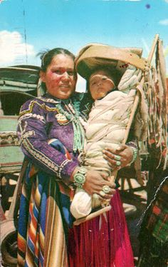 UNITED STATES (Arizona / Utah / New Mexico) - The Navajo -  A Navajo woman with a baby