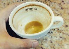 """A R O M A  D I  C A F F É  """"Este es el resultado natural para una taza del mejor café. Y es que para un  #CoffeeLover hasta el último instante merece ser inmortalizado en una fotografía"""".  . Acompáñanos cada día a disfrutar un maravilloso #CoffeeBreak y deleita tus sentidos en el mejor lugar #AromaDiCaffé. . Coffee by: @irvin_gonzalezo.o .  Visítanos de lunes a sábados de 8:00 a.m - 6:00 p.m.  en el C. C Metrocenter pasaje colonial…"""