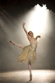"♪♫ Dance ♪♫ Ambra Vallo as Belle in ""Beauty & the Beast"" (Birmingham Royal Ballet). Photo by Bill Cooper"