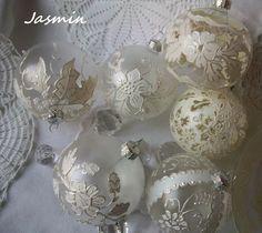 Zapach Jaśminu: Bombki inspirowane haftem richelieu i koronką.