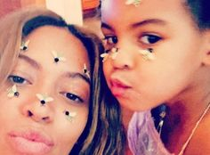 See baby photos of Blue Ivy Carter, the daughter of Beyonce and Jay-Z, and get the latest news about her name, her parents, and her life as a celebrity baby. Beyonce Et Jay Z, Beyonce Memes, Beyonce Beyonce, Beyonce Style, Rihanna, Blue Ivy Carter, Mezzo Soprano, Solange Knowles, Actresses