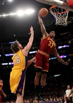 Alonzo Gee of Cleveland Cavaliers dunks over Pau Gasol  Please Like,Pin,or Comment. Thanks.  http://storytopics.blogspot.com
