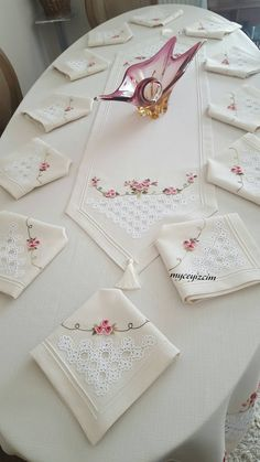 Sewing Furniture Makes It Easier To Work Zardozi Embroidery, Ribbon Embroidery, Embroidery Stitches, Embroidery Patterns, Machine Embroidery, Bordado Popular, Fabric Paint Designs, Hand Sewing Projects, Brazilian Embroidery